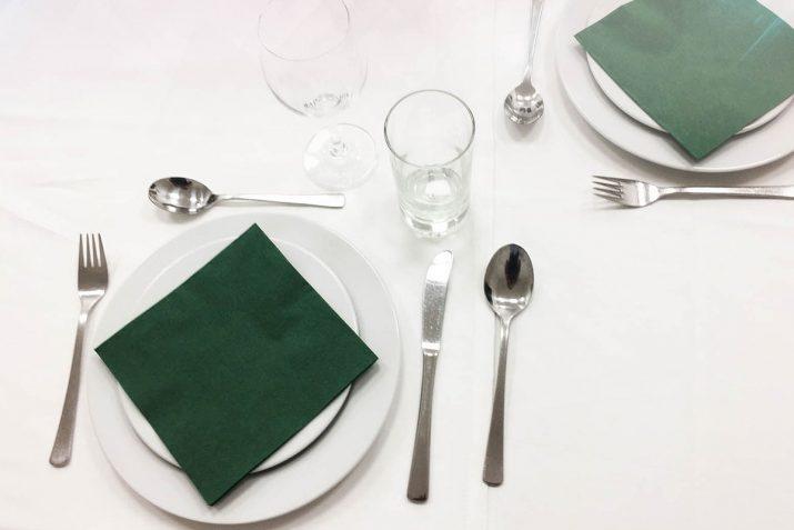 Registrierkassenpflicht in der Gastronomie tisch gedeckt